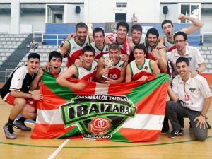Aparece esta foto en la página 507 del libro (Saskibaloiaren 75 Urteko Ibilbidea Bizkaian/75 Años de Baloncesto en Bizkaia)